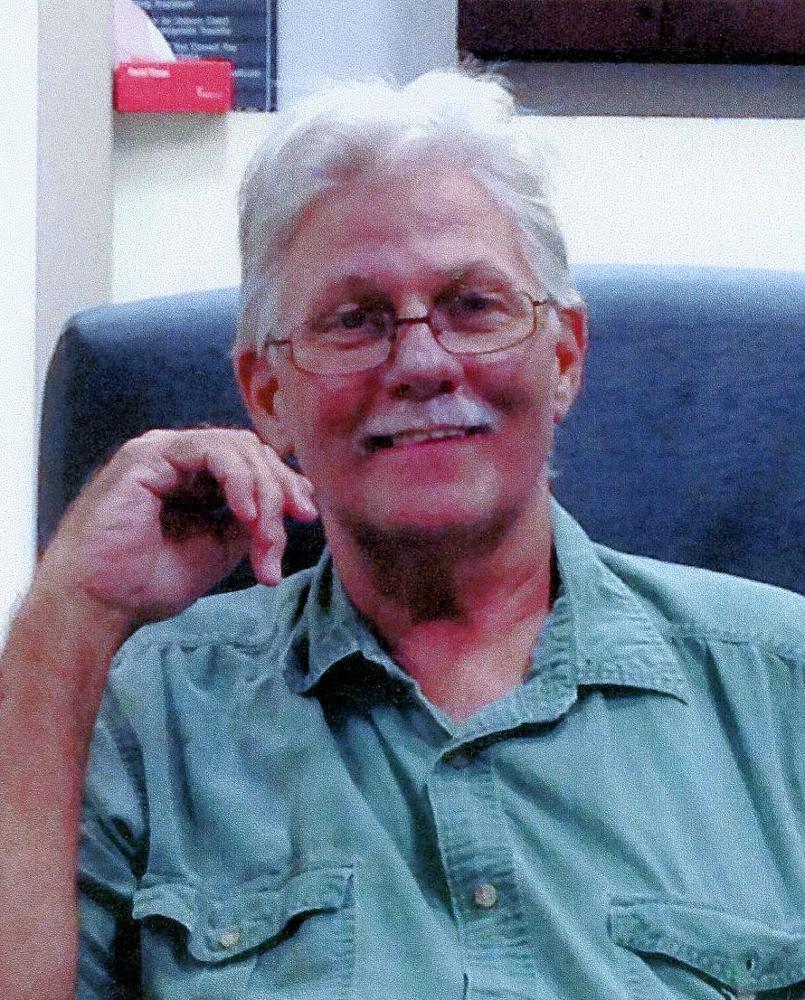 Boss überzeugt heiße Sekretärin Terry Sullivan zusammen mit dem Fahrer in Dreier